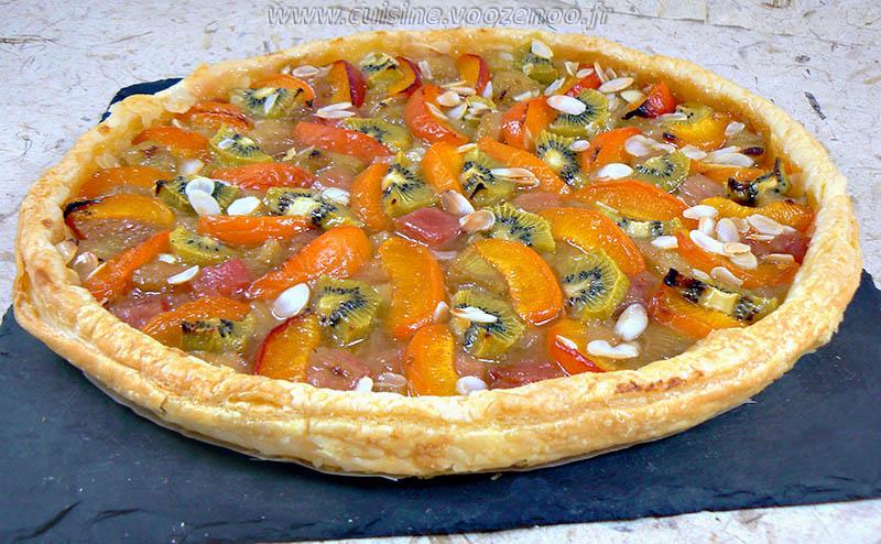 Tarte fine à la rhubarbe, aux abricots et kiwis presentation