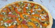 Tarte fine à la rhubarbe, aux abricots et kiwis
