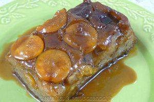 Gâteau renversé à la banane, mirabelles caramelisées slider
