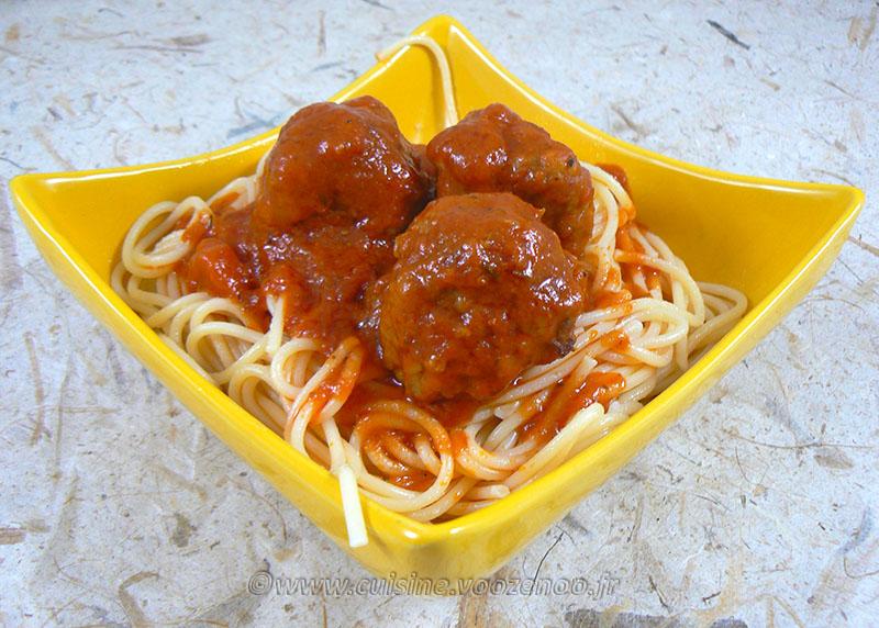 Boulettes en sauce tomate italienne presentation