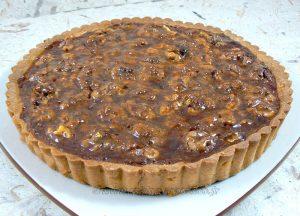 Tarte aux noix et caramel, glaçage à l'abricot presentation