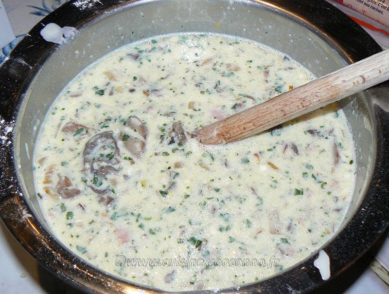 Quiche sans pate, oignons, lardons et champigons etape2