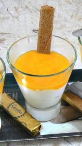Mousse de petits suisses au coulis de mangue fin