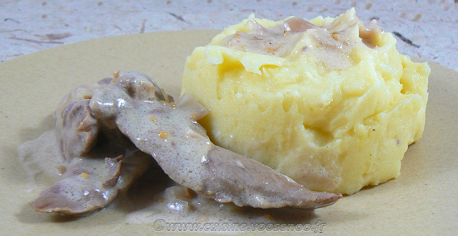 Aiguillettes de canard, sauce échalotes et graines de moutarde slider