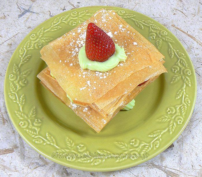 Millefeuille croustillant aux fraises, crème à la menthe fin