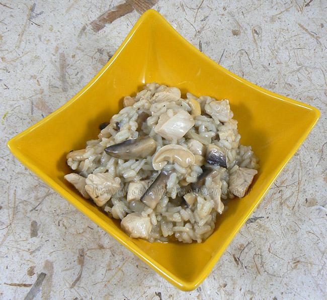 Risotto au poulet, champignons et noix de cajou fin