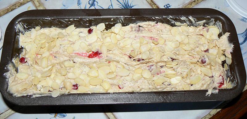 Cake aux groseilles et amandes etape3