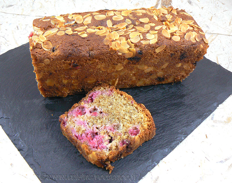 Cake aux groseilles et amandes presentation
