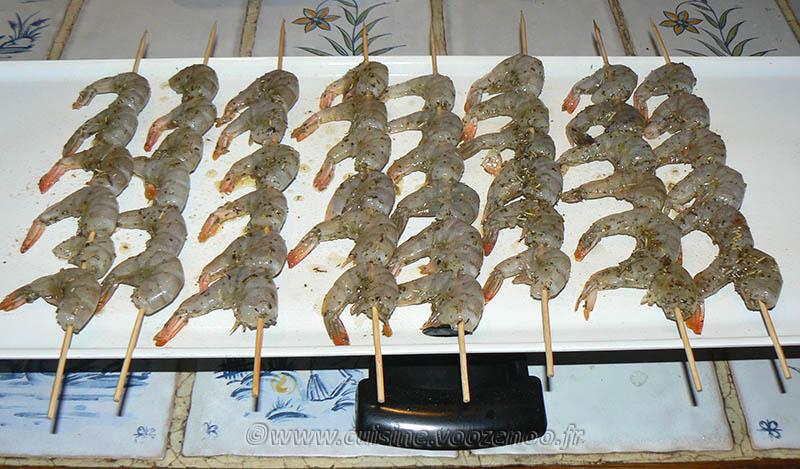 Brochettes de crevettes à la plancha et salade exotique etape3