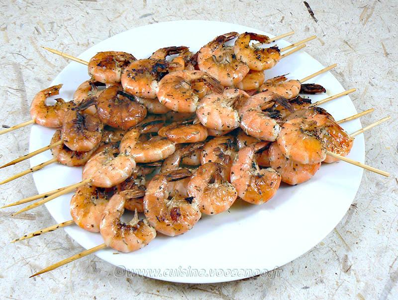 Brochettes de crevettes à la plancha et salade exotique fin