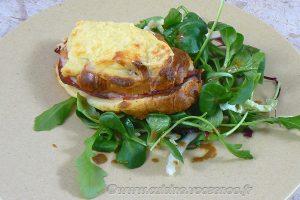 Croissants au jambon et béchamel