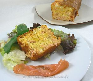 Cake au saumon fumé, courge et chèvre presentation