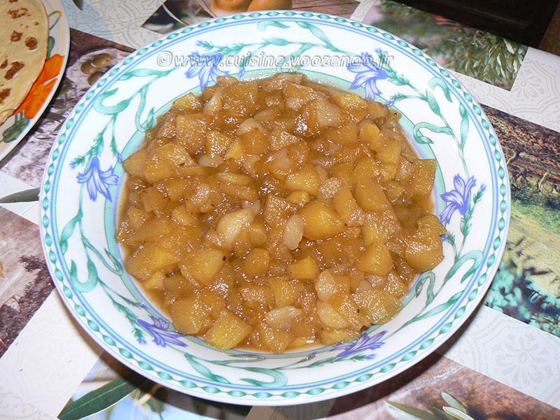 Aumônière de crêpe farcie de semoule au lait sur compotée de fruits etape1