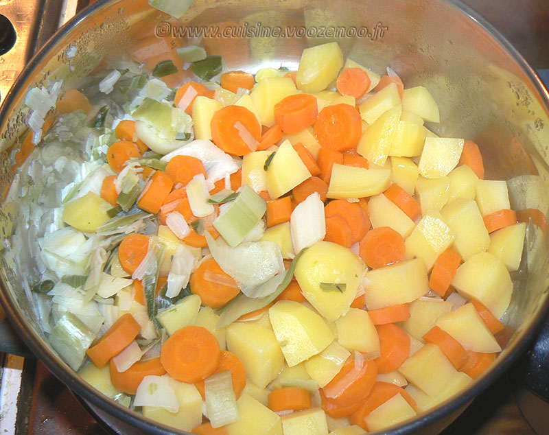 Gratin de pommes de terre, carottes, poireaux et Fourme d'Ambert etape1