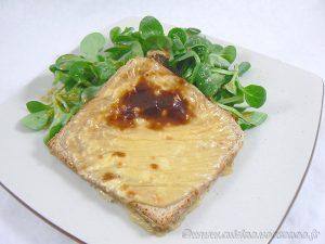 Tartines au camembert et caramel de cidre presentation