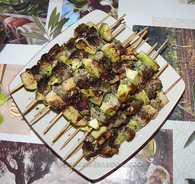 Brochettes de porc mariné fin