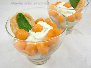 Ganache chocolat blanc-menthe, billes de melon et feuilleté en verrine presentation