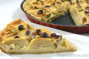 Tarte aux pommes, crème de nougat et raisins secs