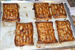 Chaussons aux pommes et confiture de rhubarbe fin