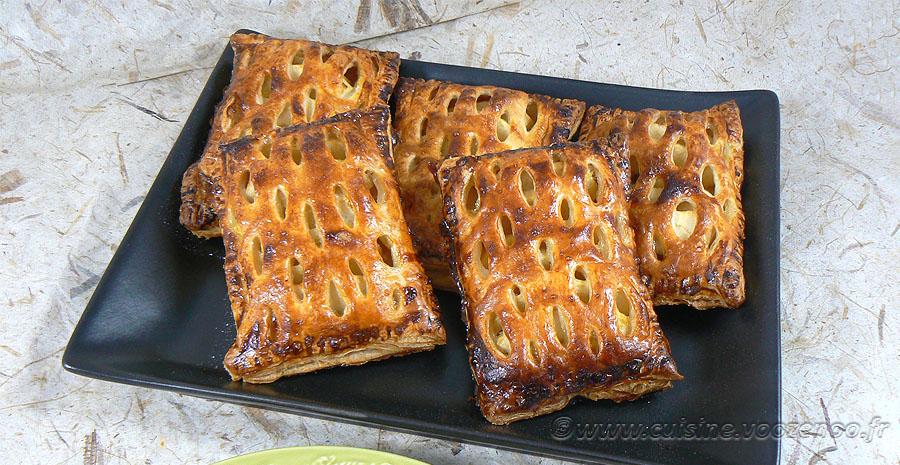 Chaussons aux pommes et confiture de rhubarbe slider