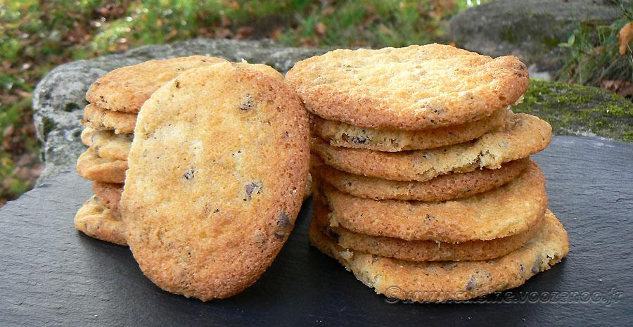 Cookies aux éclats de pistaches et pépites de chocolat slider