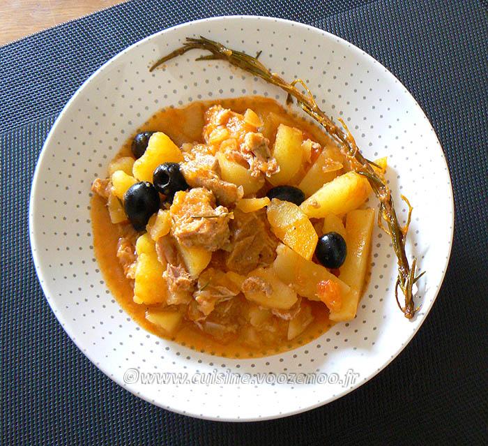 Pommes de terre confites à la tomate, thon et olives noires fin2