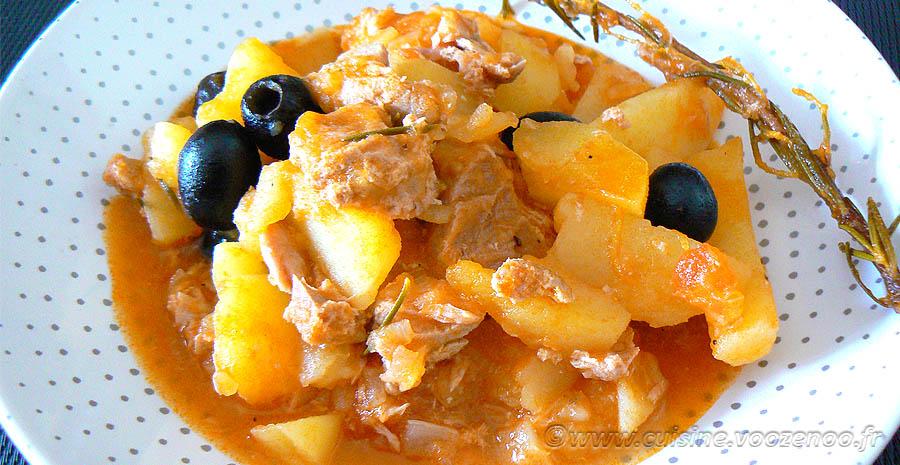 Pommes de terre confites à la tomate, thon et olives noires slider