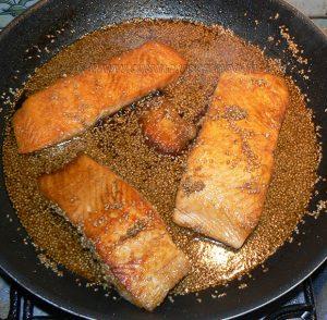Pavé de saumon laqué, semoule épicée etape3