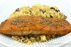 Pavé de saumon laqué, semoule épicée