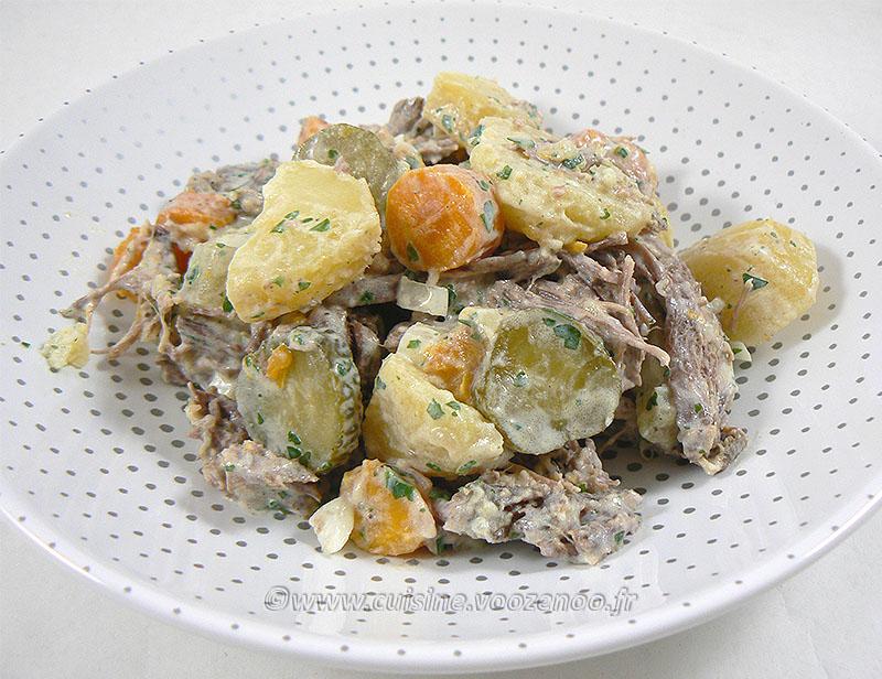 Salade de bœuf et pommes de terre presentation