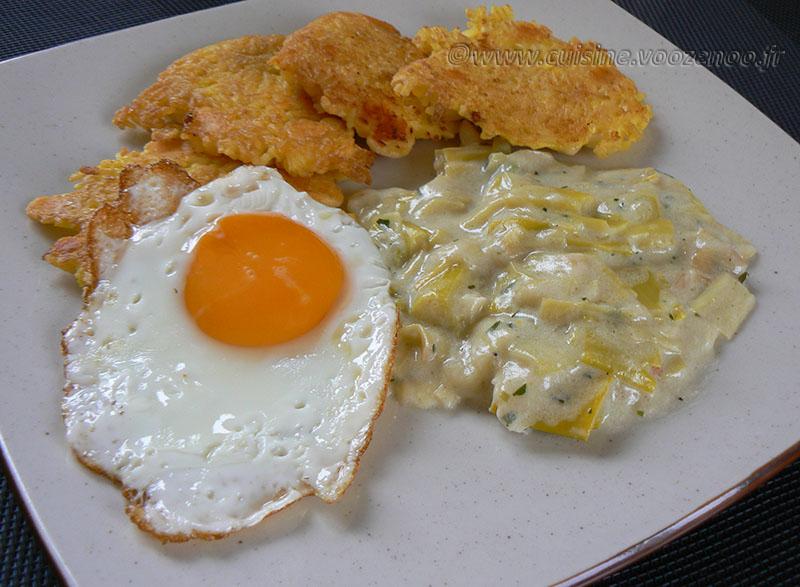 Galettes de riz, poireaux à la crème et œufs au plat fin