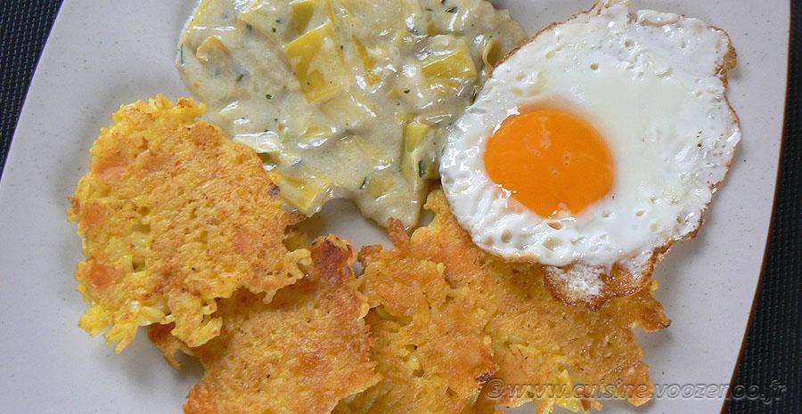 Galettes de riz, poireaux à la crème et œufs au plat slider