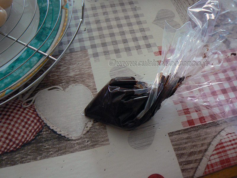 Litchis caramélisés, cœur chocolat noir etape2