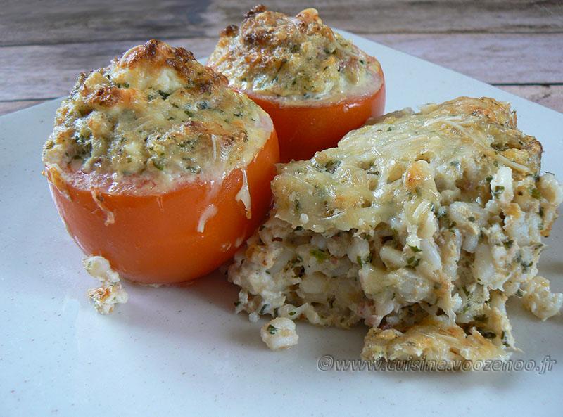 Tomates farcies au thon, blé et feta presentation