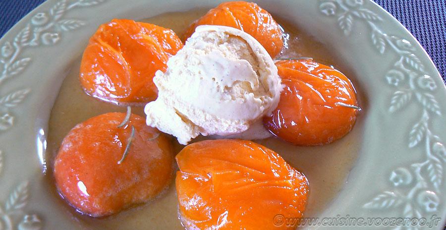 Abricots rôtis au romarin frais slider