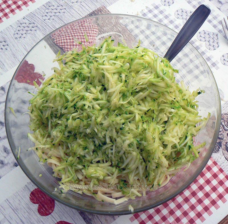 Salade de linguine, courgettes râpées et tomates cerise rôties etape2