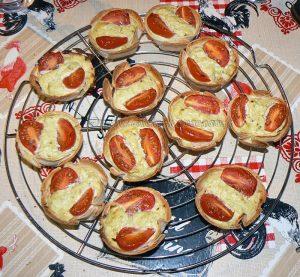 Tortilla au pesto, tomates cerise façon mini-quiches fin
