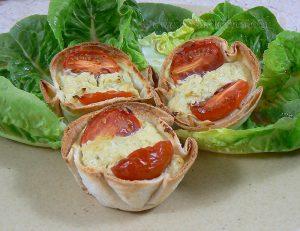 Tortilla au pesto, tomates cerise façon mini-quiches presentation