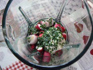 Soupe de radis et ses croûtons au thym version apéro etape2
