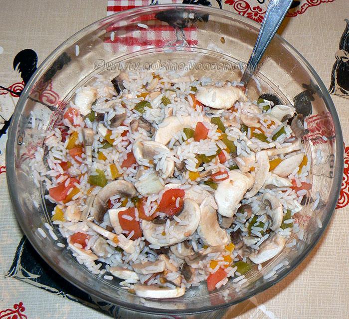 Salade de riz au thon, champignons et poivrons fin