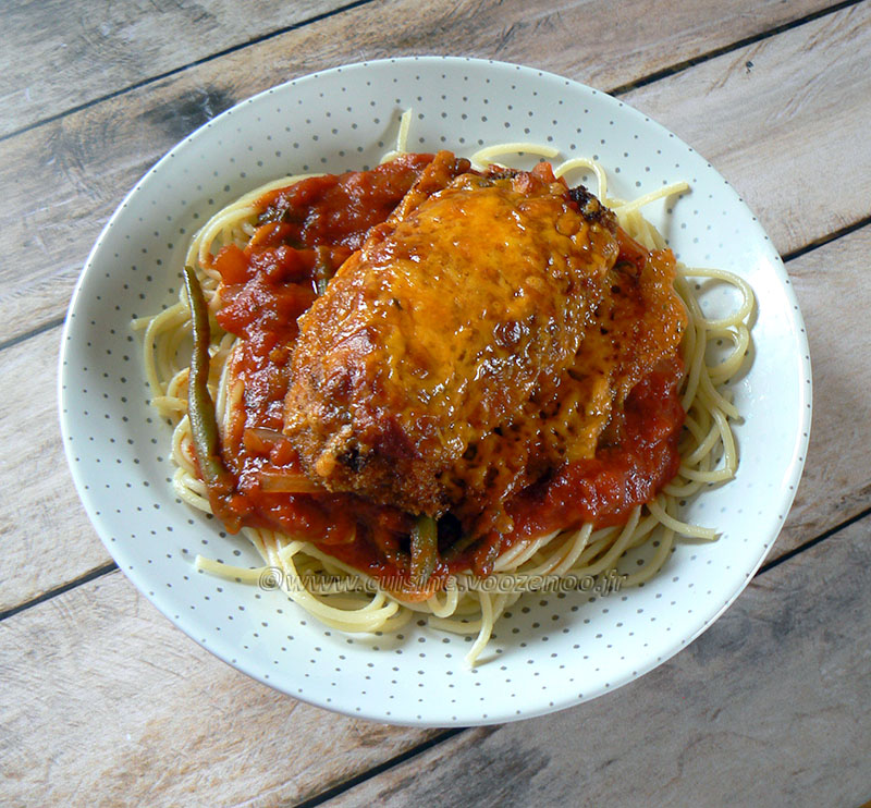 Poulet parmigiana ou Chicken parma presentation