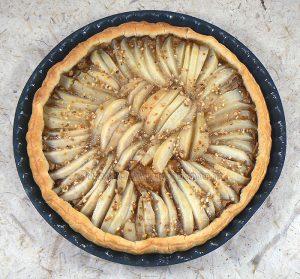 tarte aux poires, speculoos et pralin presentation