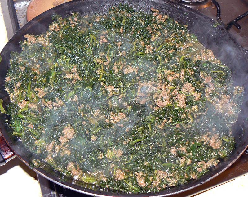 Gratin de pommes de terre aux épinards, coulis de tomates à la viande hachée etape3