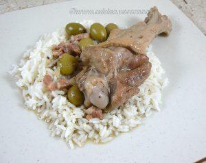 Manchons de canard aux olives vertes et lardons presentation