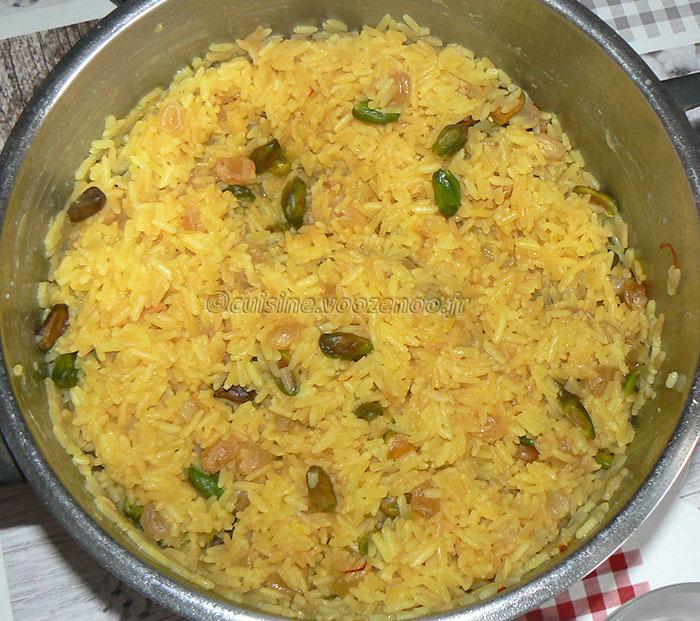 Blancs de poulet à la mélasse de grenade, noix et riz persan fin