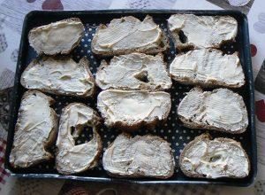 Tartines pomme, chèvre et miel etape1