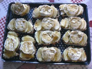 Tartines pomme, chèvre et miel etape3