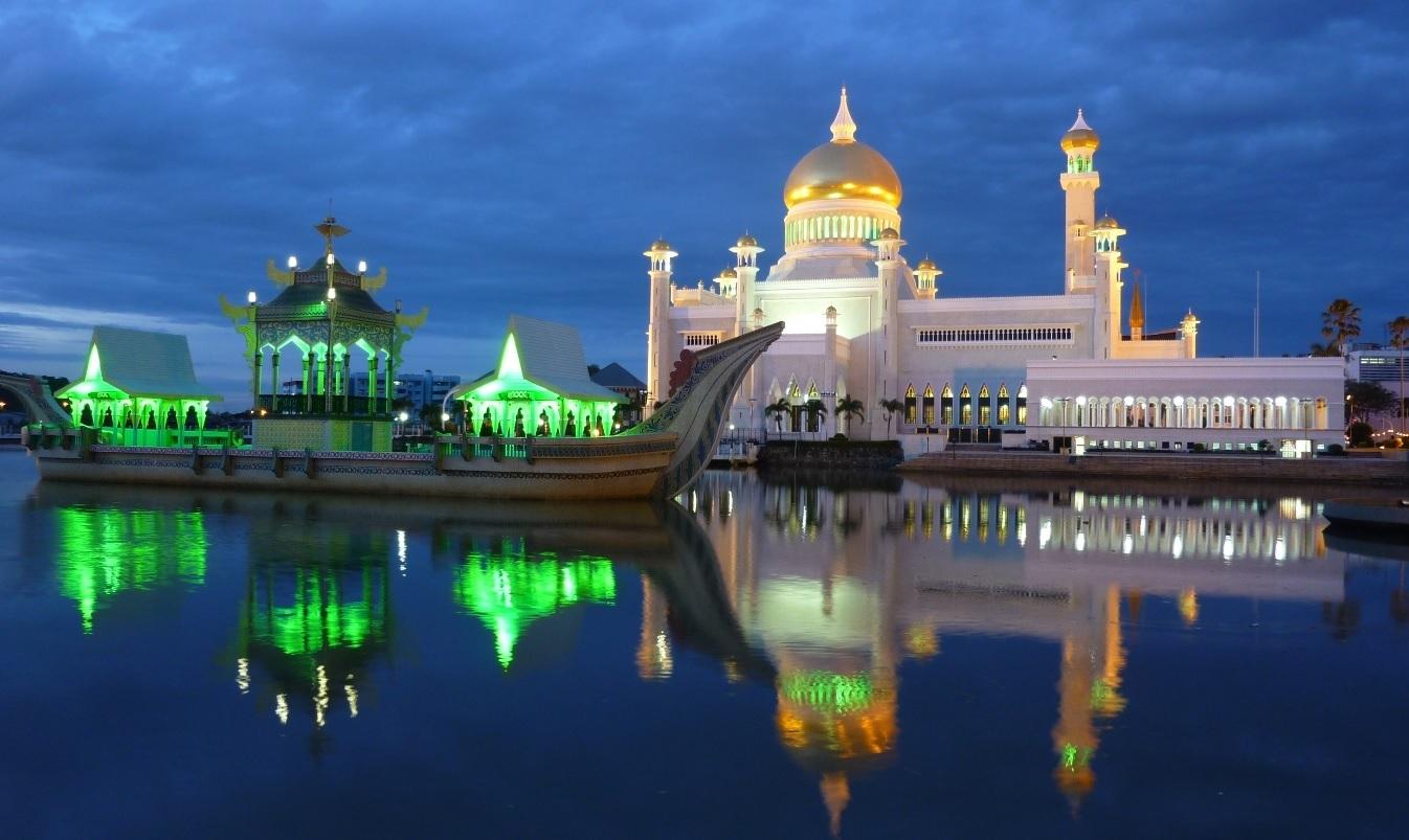 La-mosquée-Ali-Saifuddin-de-Brunei