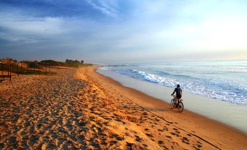 gunjur-beach-cyclist