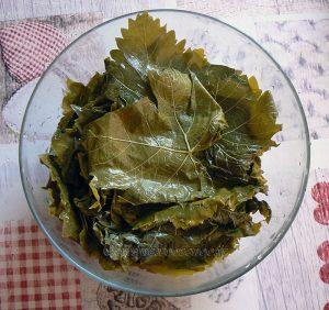 Dolmadakia me kima, Feuilles de vigne farcies à la viande etape1